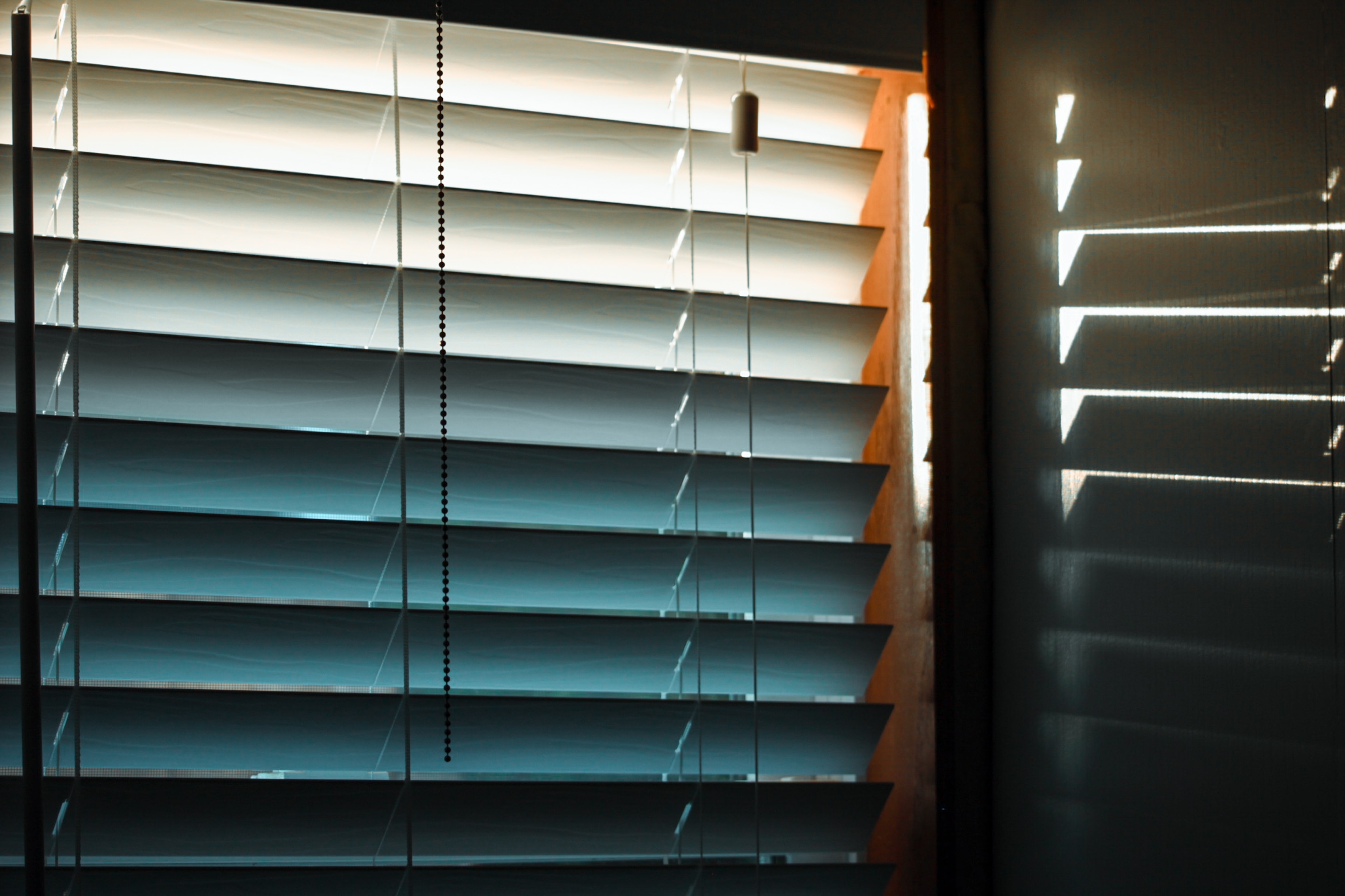 blinds with light gap